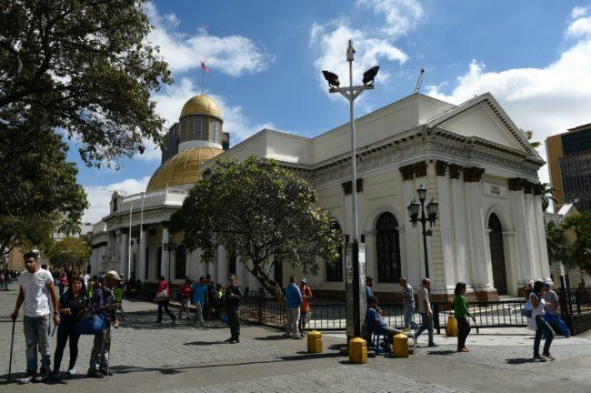 Diputados opositores denuncian hallazgo de explosivo en Parlamento venezolano