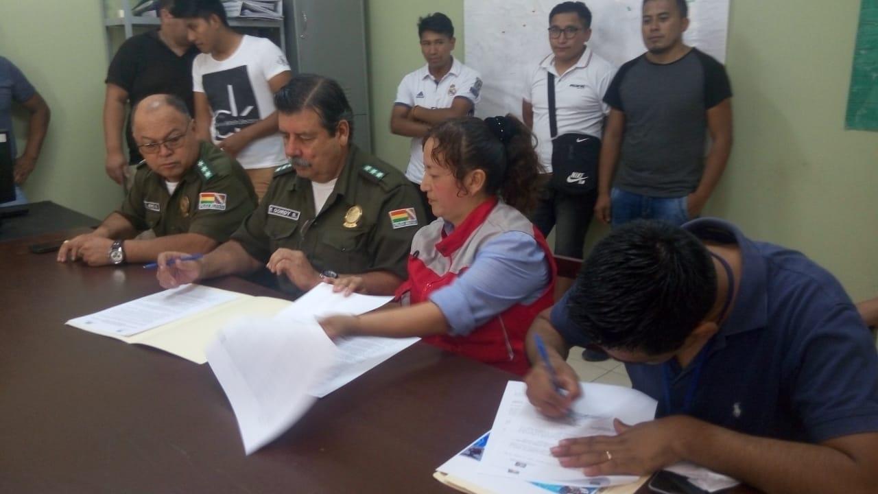 Policía y gremiales firman un convenio para capacitar a más de 50 técnicos de celulares en Tarija