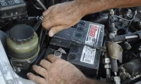 Roban dos baterías de un vehículo en el mercado Campesino de Tarija y se dan a la fuga