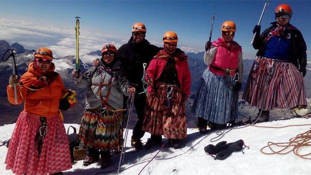 Cholitas escaladoras tienen un nuevo objetivo: el Everest