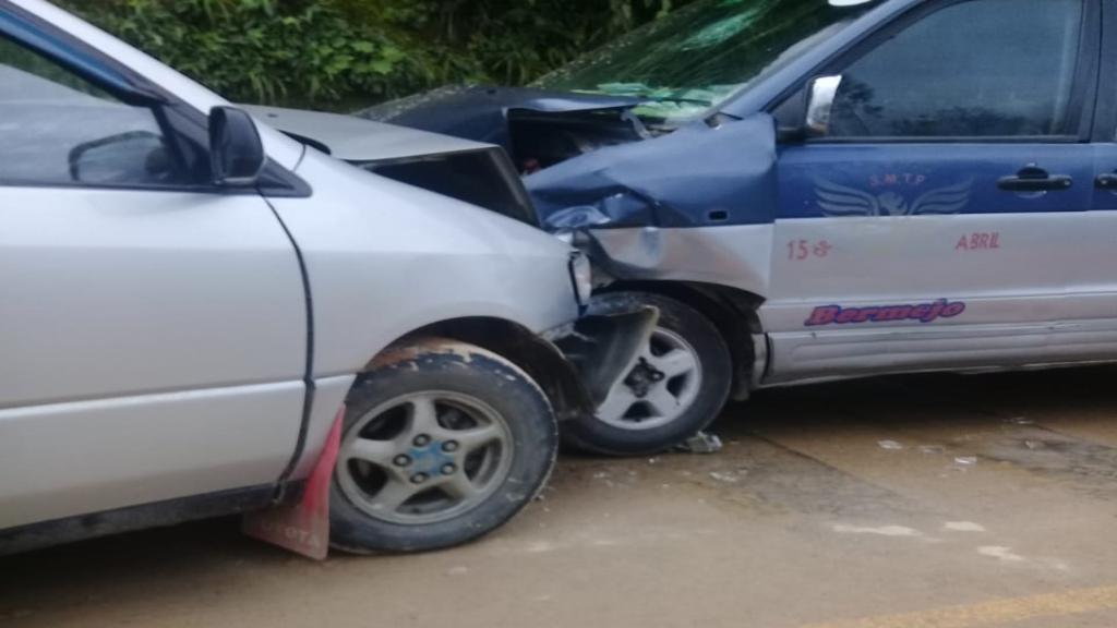 Colisión entre dos vehículos en la carretera Tarija-Bermejo deja 8 heridos