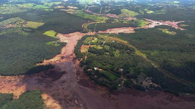 Un especialista en minería advirtió que otros diques mineros podrían romperse en Brasil