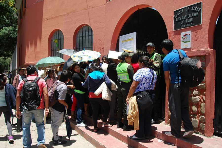 Defensoría del Pueblo califica de regular el primer día de inscripciones en los colegios de Tarija
