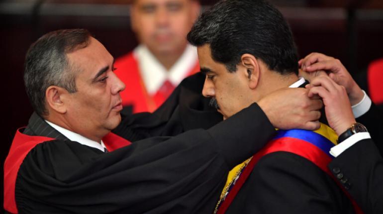 Maduro jura para nuevo mandato con fuerte rechazo internacional