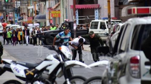 Policía frustra atraco en el Banco Mercantil Santa Cruz; siete detenidos y un prófugo