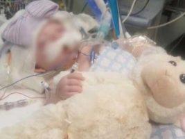 """Niña de tres meses permanece en coma después de que su padre la golpeara """"hasta dejarla al borde de la muerte"""""""