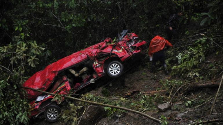Confirman 4 muertos y 16 heridos tras deslizamiento en Caranavi