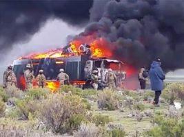 Militares queman camiones de contrabandistas en Pisiga