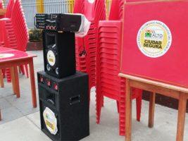 El Alto: 15 escuelas se benefician con mobiliario decomisado a bares
