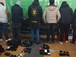 Se secuestró 89 celulares, arrestan a 16 personas en el 'barrio chino' de El Alto