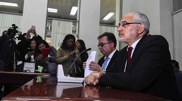 Increpan a Mesa por firmar decreto supremo que elimina partidas de gastos reservados