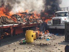 Quema de camiones por Nicolas Maduro