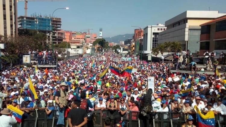 Las calles de Venezuela se llenan de gente para exigir la renuncia de Nicolás Maduro