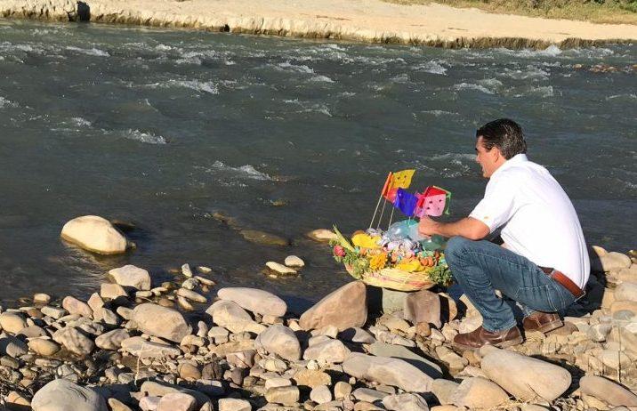 Rodrigo Paz simbólicamente hace compadre al río Guadalquivir de Tarija