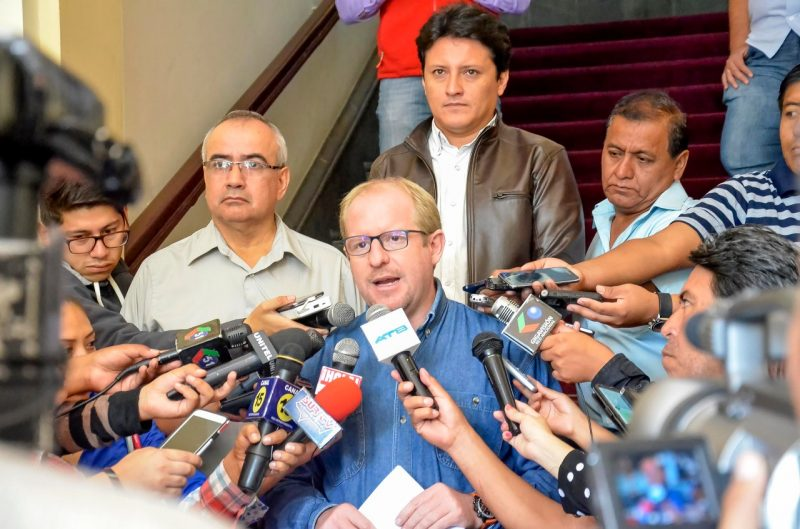 Oliva insta al Ministerio de Salud a dialogar tras polémica del SUS en Tarija