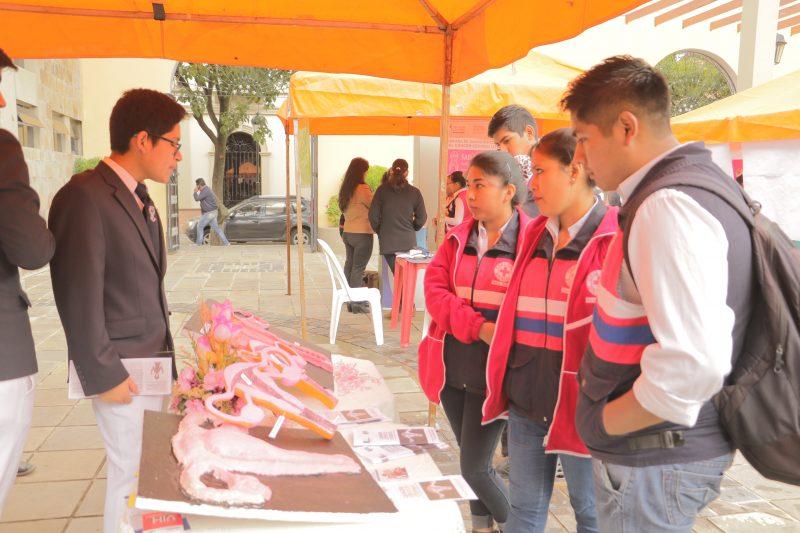 Alcaldía realiza feria educativa para prevenir el cáncer cervicouterino en Tarija