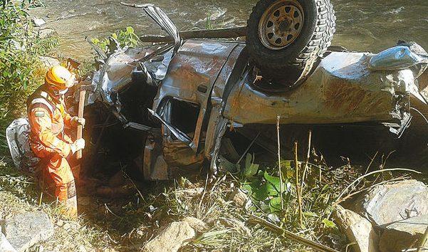 Embarrancamiento de una camioneta en ruta La Paz-Yungas deja tres muertos y un herido