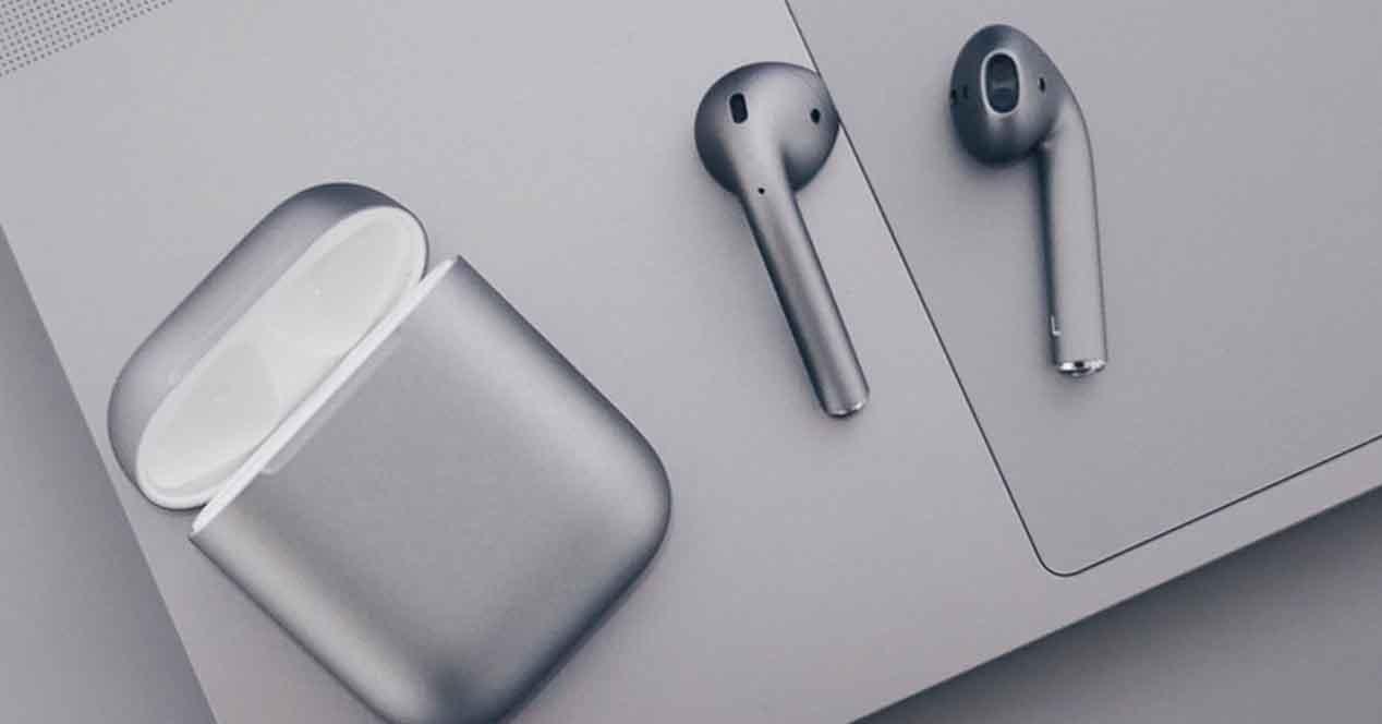 """AirPods 2: con estuche de carga inalámbrica, soporte """"Hey, Siri"""" y batería extendida"""