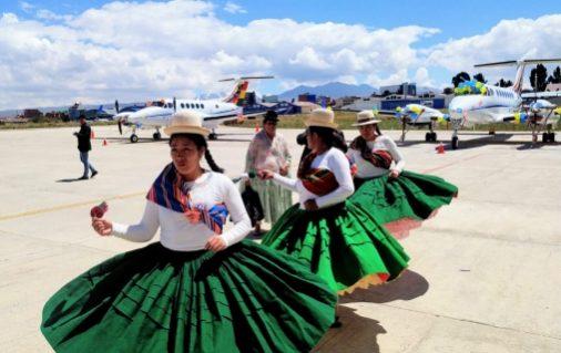 Evo inicia el Carnaval boliviano con la ch'alla del Hangar Presidencial en El Alto
