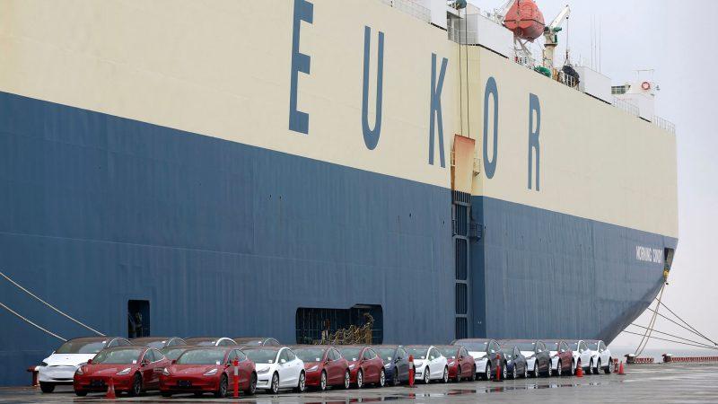 China bloqueó la entrada a 1.600 automóviles llegados desde EEUU