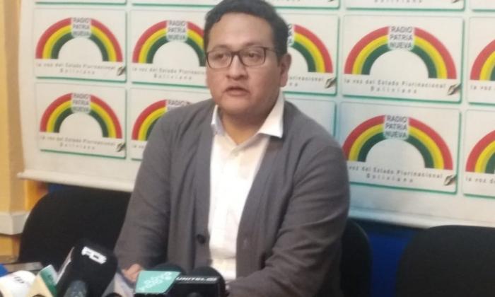 Gobierno pide no creer en noticias falsas y dice que se priorizarán médicos bolivianos para el SUS