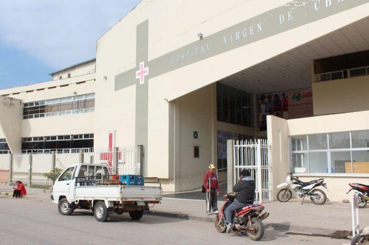 Motociclista choca a una camioneta estacionada y deja dos heridos en Bermejo