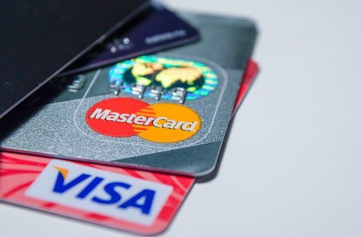 EEUU evalúa sanciones que restrinjan a Visa y Mastercard en Venezuela
