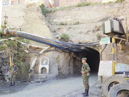 Patrulla militar que realizan vigilancia en Huanuni