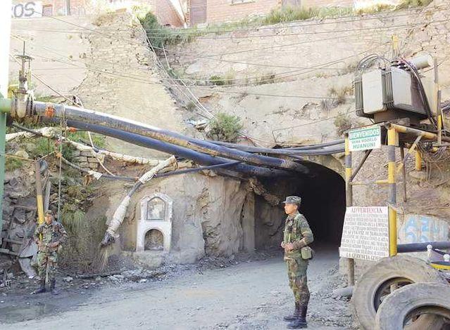 Ladrones de mineral emboscan a patrulla militar y dejan cuatro heridos en Huanuni