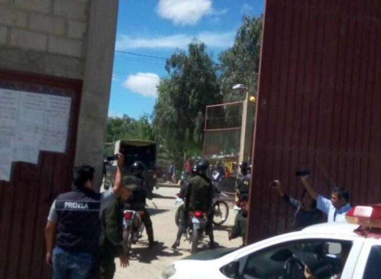 Dan 8 años de cárcel a policía capturado ingresando marihuana a la cárcel de Tarija