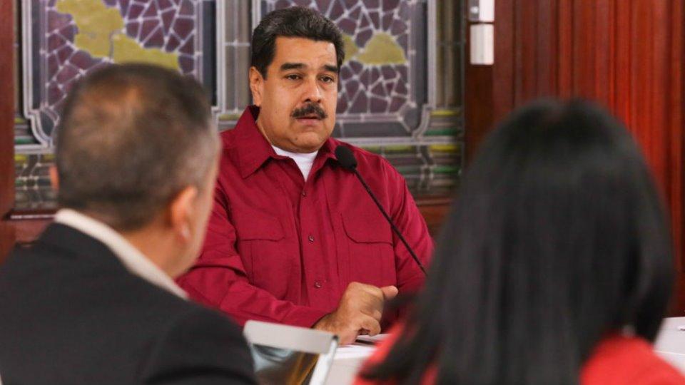 La principal universidad de Venezuela rebatió la tesis de Maduro por el apagón y advierte que el racionamiento durará meses