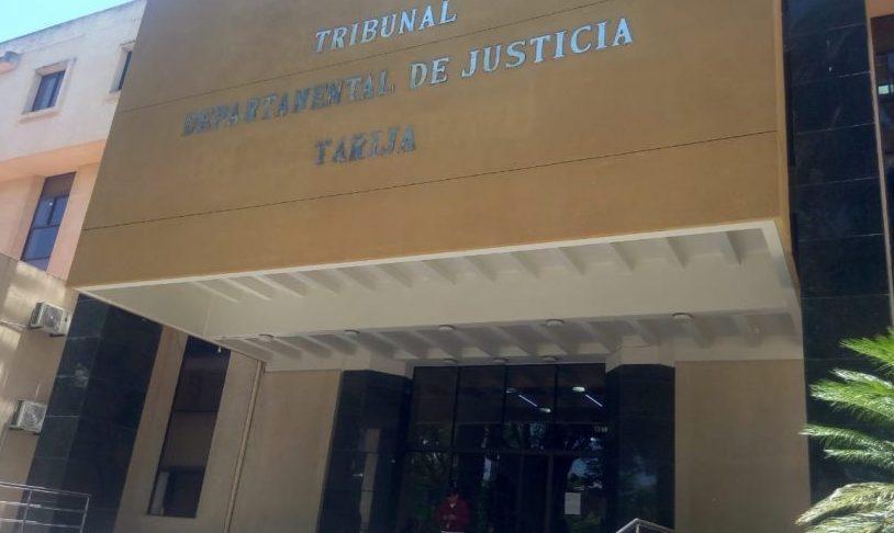 Dictan detención domiciliaria a joven imputado por robo agravado en Tarija