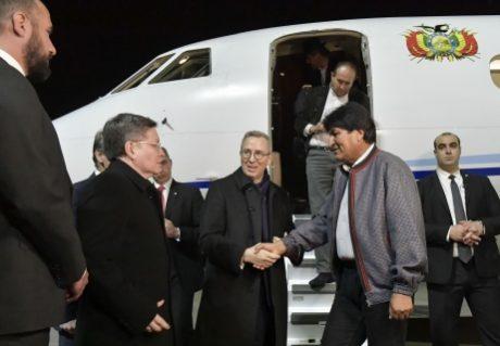 Evo retorna a Bolivia tras cumplir agenda en Viena y Atenas