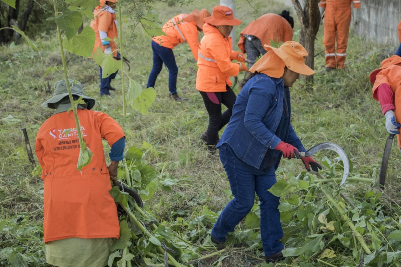Alcaldía de Tarija inicia trabajos de mantenimiento al campo ferial en San Jacinto