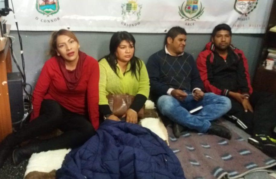 Dirigentes vecinales ingresan en huelga de hambre y exigen la aprobación del crédito de Bs. 36.000.000