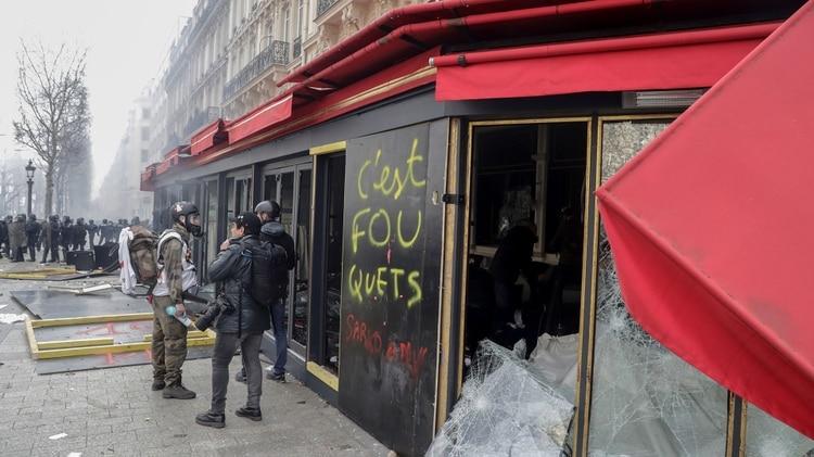 Destrozos en París en una nueva marcha de los
