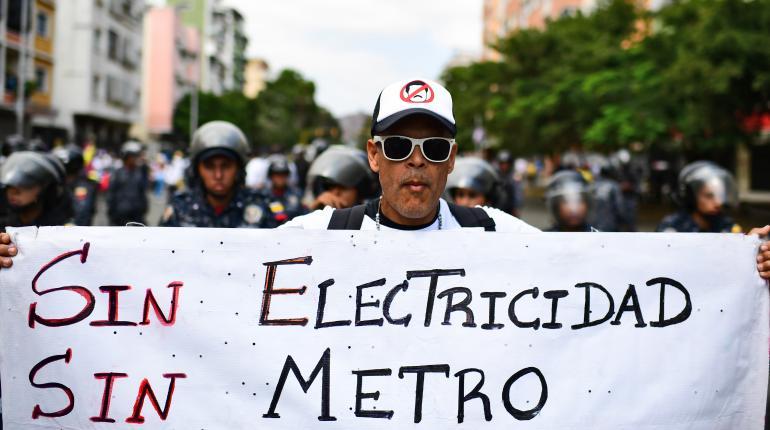 Angustia de venezolanos se agrava en tercer día de masivo apagón