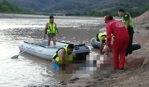 Bomberos rescatan el cuerpo de pescador que se ahogó en río Pilcomayo de Tarija