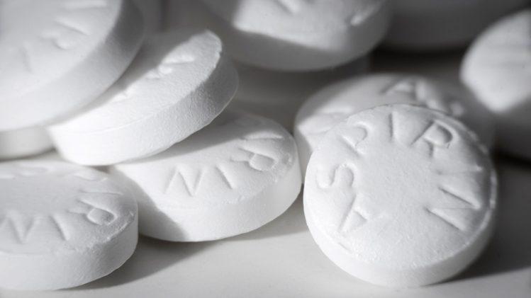 Por qué los expertos desaconsejan tomar aspirinas sin indicación médica