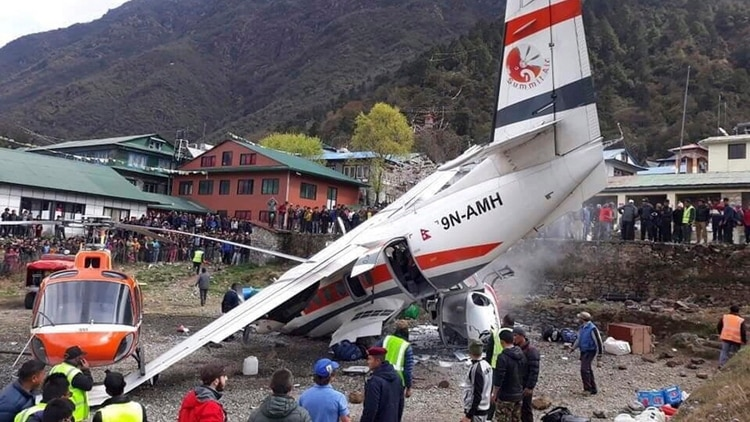 Un avión se estrelló en Nepal, cerca del Everest: hay tres muertos