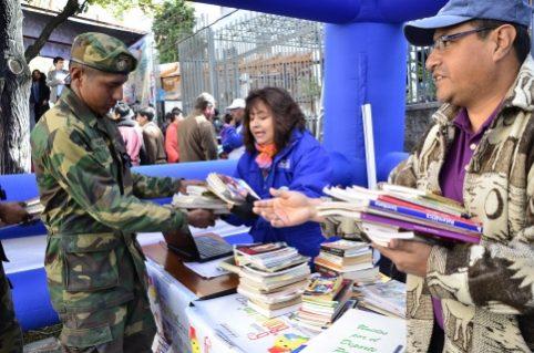 Campaña Bolivia Lee recolectó 925.000 libros y creó 3.500 bibliotecas comunitarias desde 2012