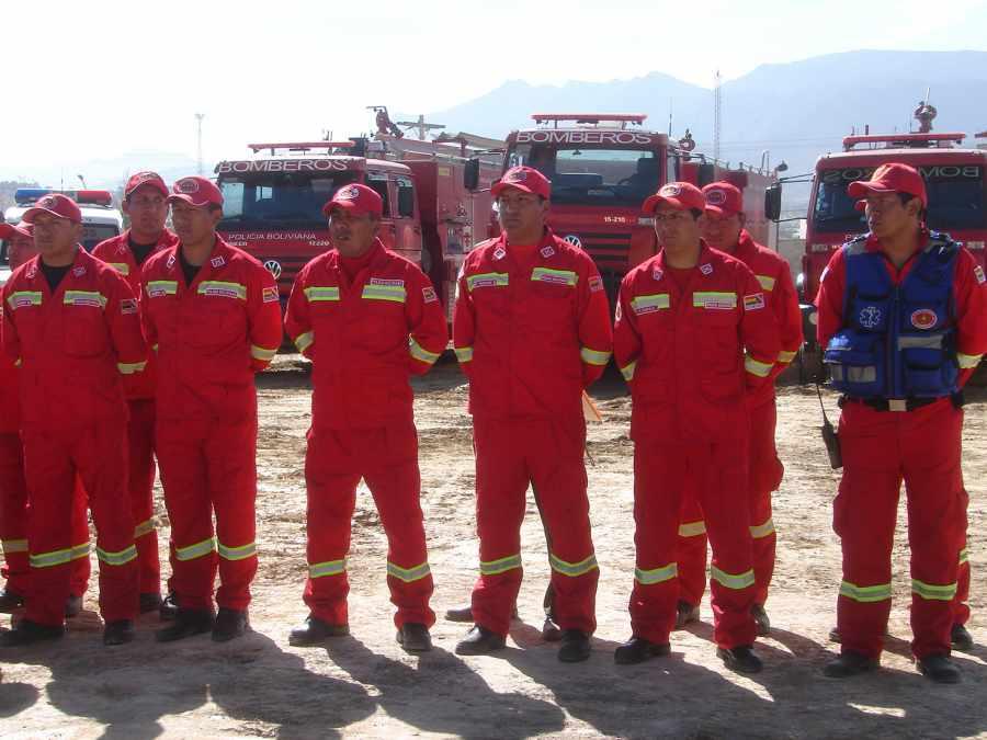 Confirman la llegada de 100 bomberos de Potosí y Sucre para apagar el incendio en Tarija