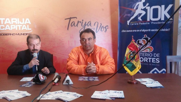 "Se lanzó la carrera pedestre 10k ""Presidente Evo"" en Tarija"