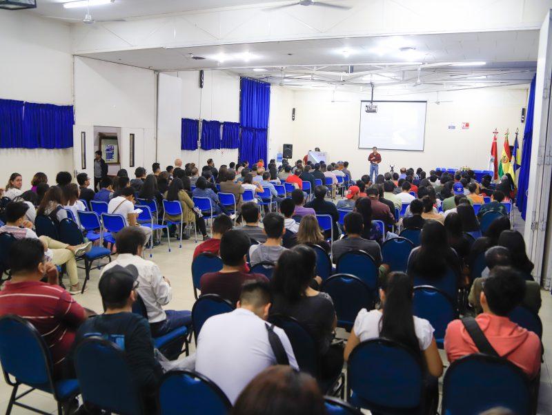 La Universidad Católica de Tarija realiza el conversatorio