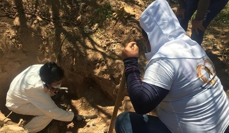 Hallaron una fosa clandestina con restos de 27 personas en México