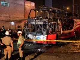 Perú: al menos 20 muertos en el incendio de un bus en una terminal de pasajeros en Lima