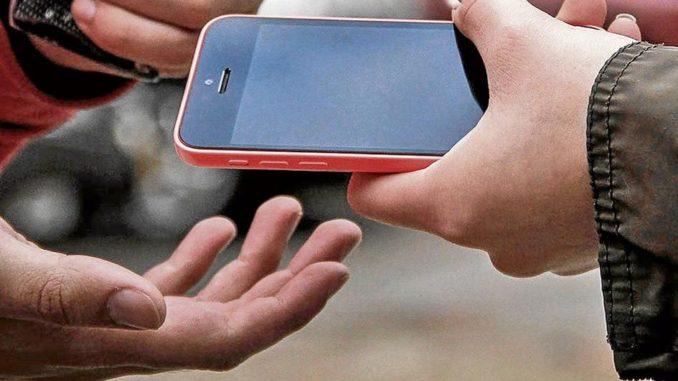 Dos personas fueron arrestadas por robar un celular a un hombre en el barrio IV Centenario de Tarija