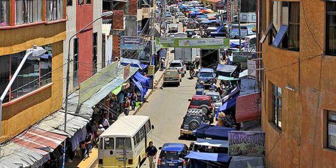 Policía captura a tres personas robando en una tienda en Tarija