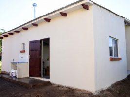 García Linera entrega 58 unidades habitaciones en Yacuiba