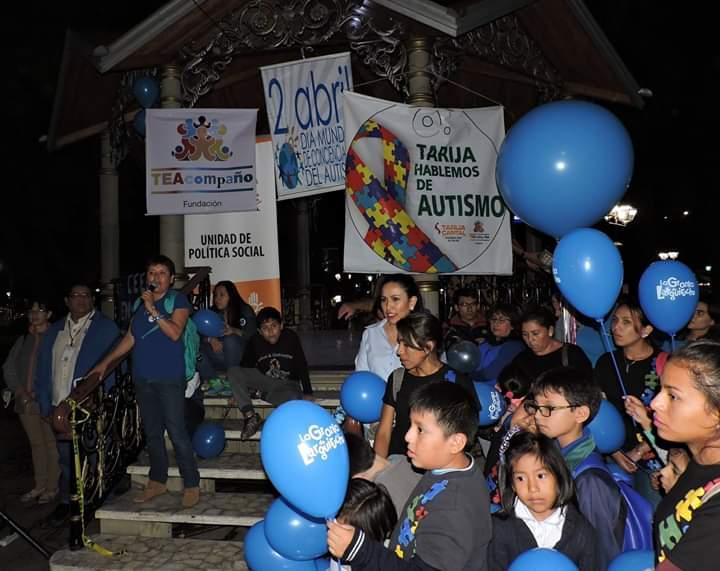 Más de 300 personas formaron parte de la caminata de concientización del autismo en Tarija
